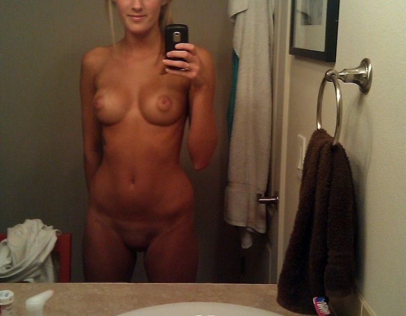 Amateur Camgirl Strippt Live vor der Sex Webcam