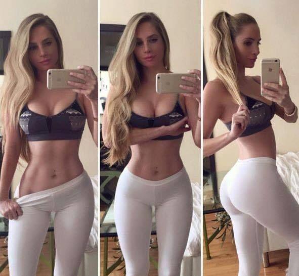 Beim camchat zieht das blonde Girl sich nackt aus