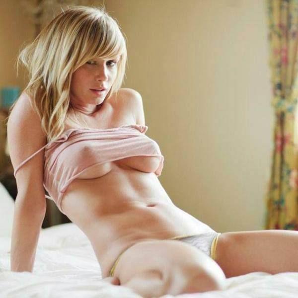 Notgeiles blondes Girl vor der live amateurcam