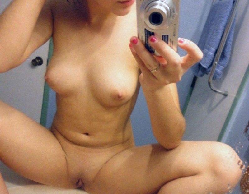 Scharfes Girl zieht sich live aus im Cam2Cam Chat