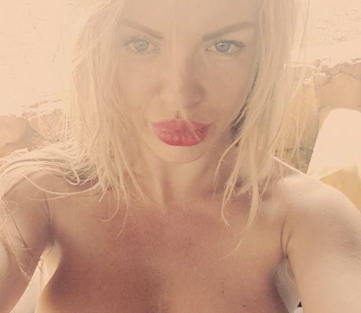 Vor der Sexcam hat das sexy Flittchen keine Hemmungen